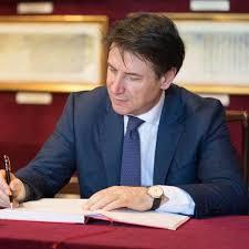 """Crisi di governo, il M5s chiude a Renzi. Pd: """"Grandissima preoccupazione""""."""