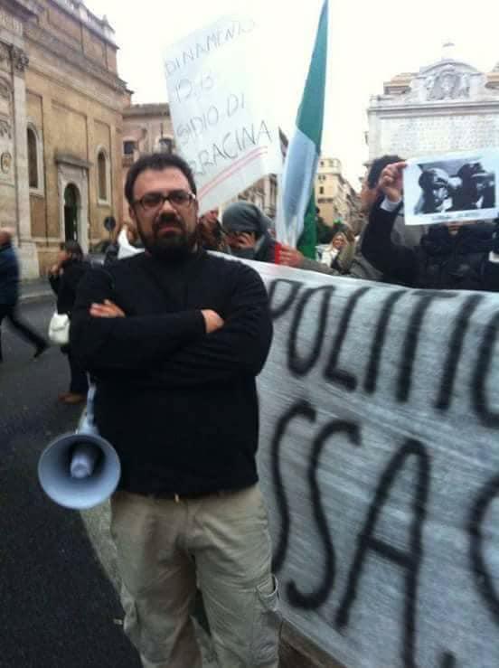 """Cruciani:"""" Piuttosto che fare il rider a Napoli vado a sparare ai Palestinesi"""". Arenare (Movimento Patria Nostra):"""" dovrebbe vergognarsi. La sua stupidità non ha limiti""""."""