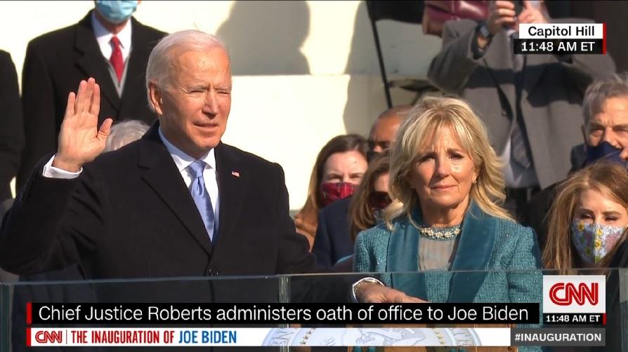 """Usa, Biden giura da presidente """"Unire l'America, battere l'odio""""."""